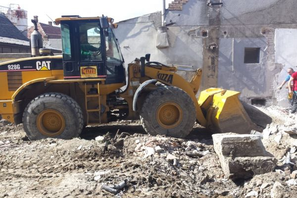 beton-rusenje72B4C7DC-73AB-B25F-3E81-AB24C3AB11BE.jpg