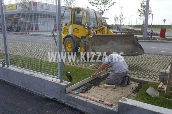 postavljanje_betonskih_kocki_12D64364F-FF09-D14E-DB25-1257237419BC.jpg