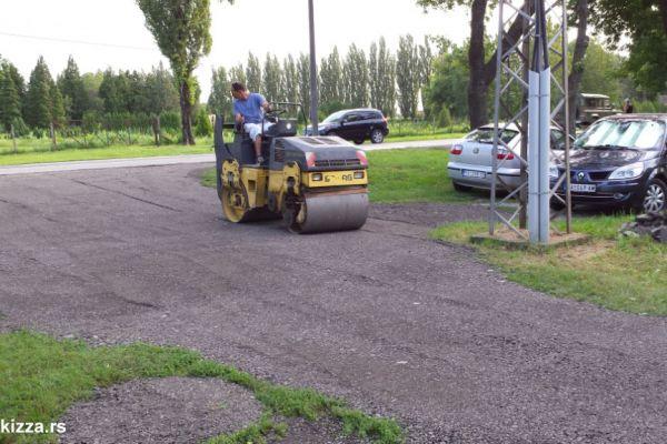 ravnanje-asfalta-cena74B25D82-0FEF-DD52-80B3-704D67FC219E.jpg